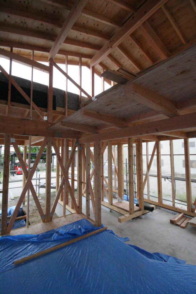 建て方→屋根工事→耐力壁取付_b0349892_12255144.jpg