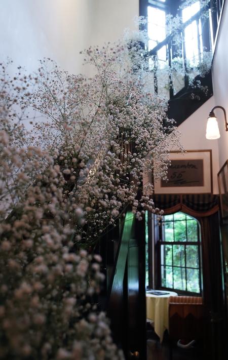 新郎新婦様からのメール 夏の装花 かすみそう シェ松尾松濤レストラン様へ_a0042928_12341095.jpg