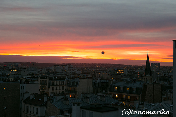 夕焼け空とパリの気球_c0024345_05265556.jpg