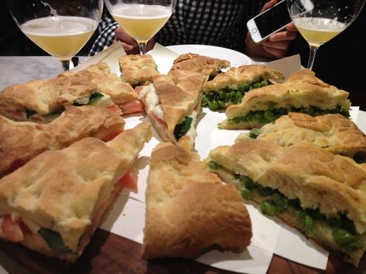 ヴェラッザーノのパン屋&ワインバー_a0136671_111566.jpg
