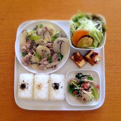 豚肉とじゃがいもの塩昆布炒め_b0102217_15412056.jpg