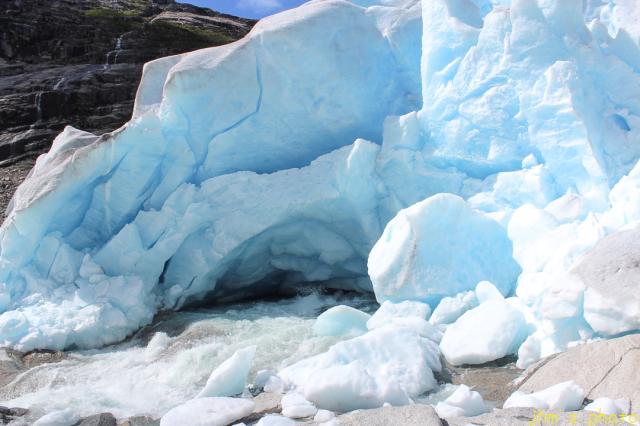 ノルウェーから送られてきた氷河の写真_a0158797_00133285.jpg
