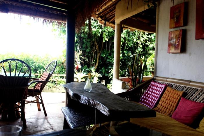 イエローフラワーカフェ VESPA プネスタナン バリ島旅行_e0141982_22325440.jpg