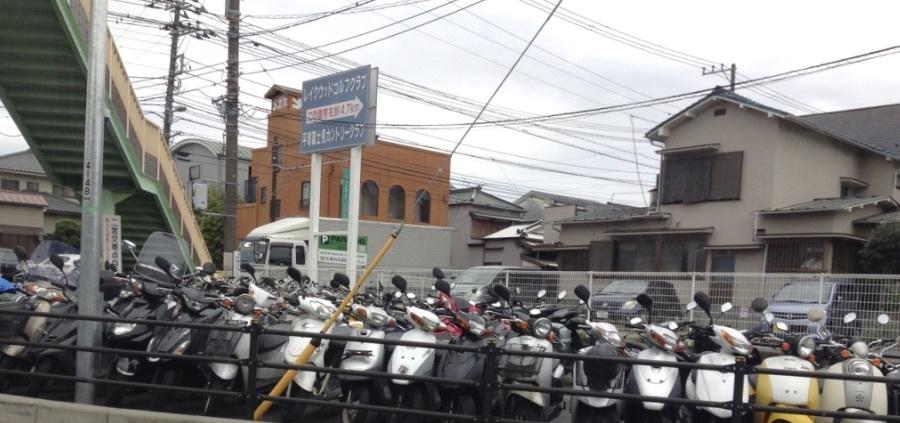 二宮駅付近の、バイク駐輪場の惨状_d0164691_20481126.jpg