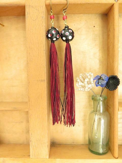 絹糸のタッセルピアス_b0249499_19424790.jpg