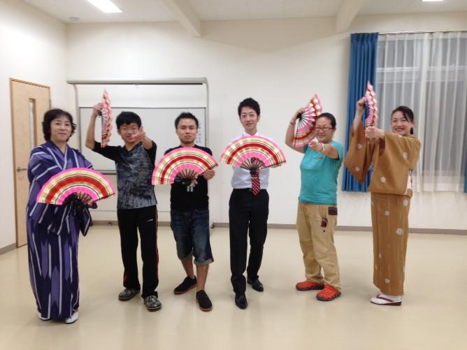 投稿)扇子踊りを習いました~♪_d0070316_15542067.jpg
