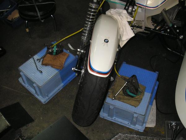 BMW R100RS+クマガヤ 継続検査と他(ステーの補修)_e0218639_1033469.jpg