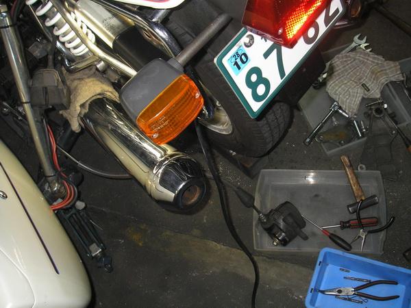 BMW R100RS+クマガヤ 継続検査と他(ステーの補修)_e0218639_10433657.jpg