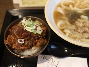 東新宿の司でも牛すじ丼を食べようと思ったが、かすうどんもOKだった_c0030645_18374110.jpg