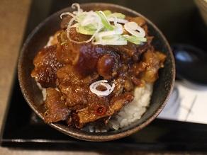 東新宿の司でも牛すじ丼を食べようと思ったが、かすうどんもOKだった_c0030645_184326100.jpg