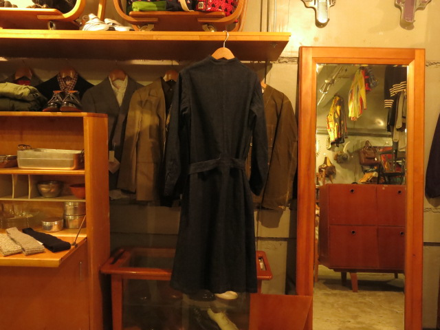 ""\""""SOURCE-TAP × TheThreeRobbers EARLY CENTURY WOMAN WORKER OVERALL  - ORDER""""ってこんなこと。_c0140560_12422512.jpg""640|480|?|en|2|3975833df1e02b209e66b5dec95b96ec|False|UNLIKELY|0.3026488423347473