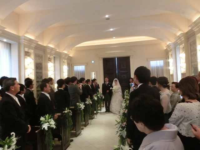 次女の結婚式で初めてのバージンロードとモーニング_f0141310_7471756.jpg
