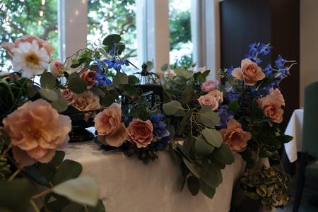 秋の装花 レストランFEU様へ お母様の愛情とウェルカムドッグのカブくんと_a0042928_1146485.jpg