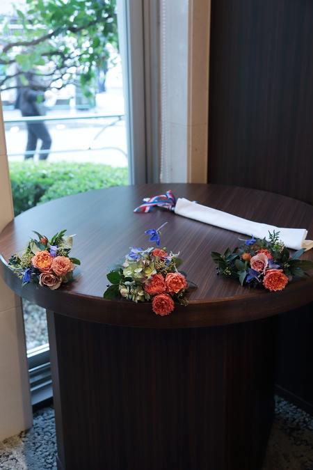 秋の装花 レストランFEU様へ お母様の愛情とウェルカムドッグのカブくんと_a0042928_1184737.jpg