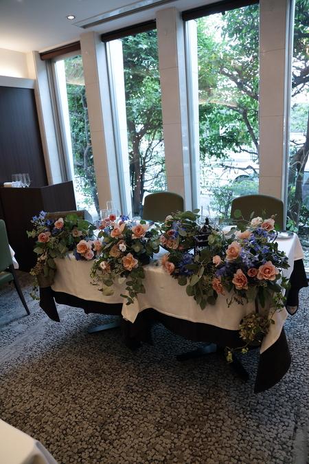 秋の装花 レストランFEU様へ お母様の愛情とウェルカムドッグのカブくんと_a0042928_119167.jpg
