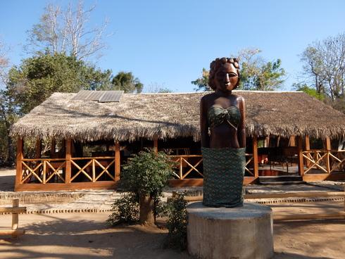 4日目: モロンダバ(バオバブ&キリンディ国立公園)_a0207588_21394290.jpg