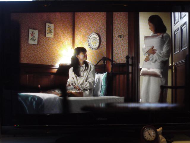 NHK朝のテレビ小説 「べっぴんさん」主人公すみれの部屋にルドゥーテのバラの絵が!_e0356356_19490526.jpg