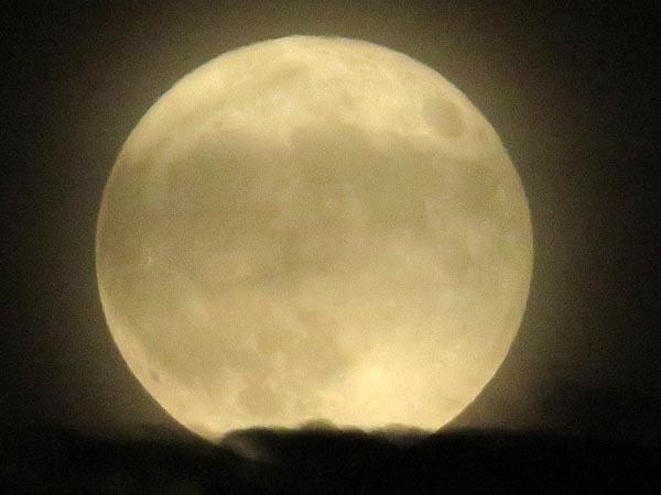 日本の満月_e0133780_21413998.jpg