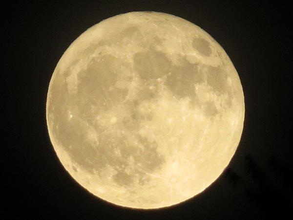 日本の満月_e0133780_21510785.jpg