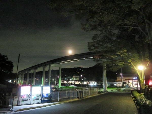 日本の満月_e0133780_21535298.jpg