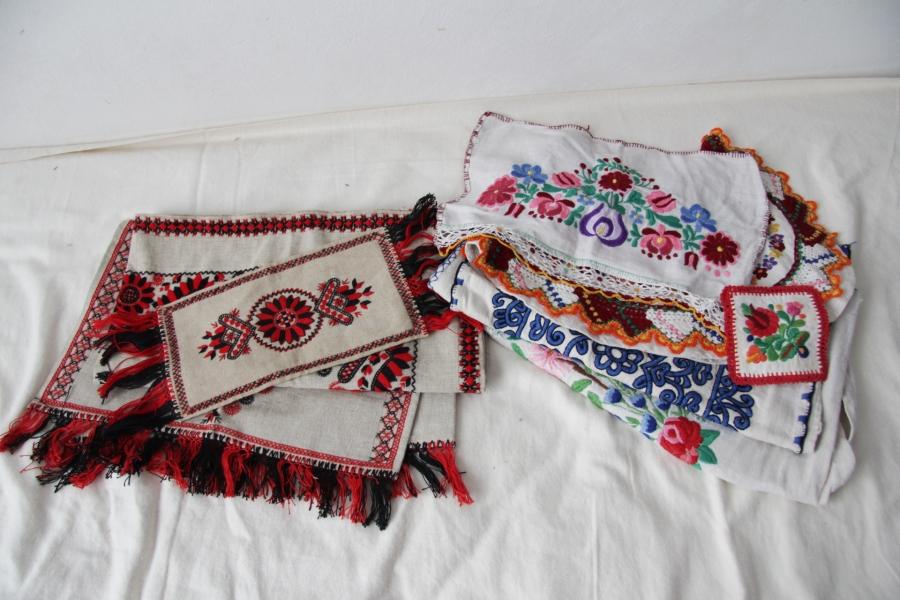 カロタセグ地方のイーラーショシュ、古い刺繍の品々、イラスト・ポストカードが入荷しました。_b0142544_4394740.jpg