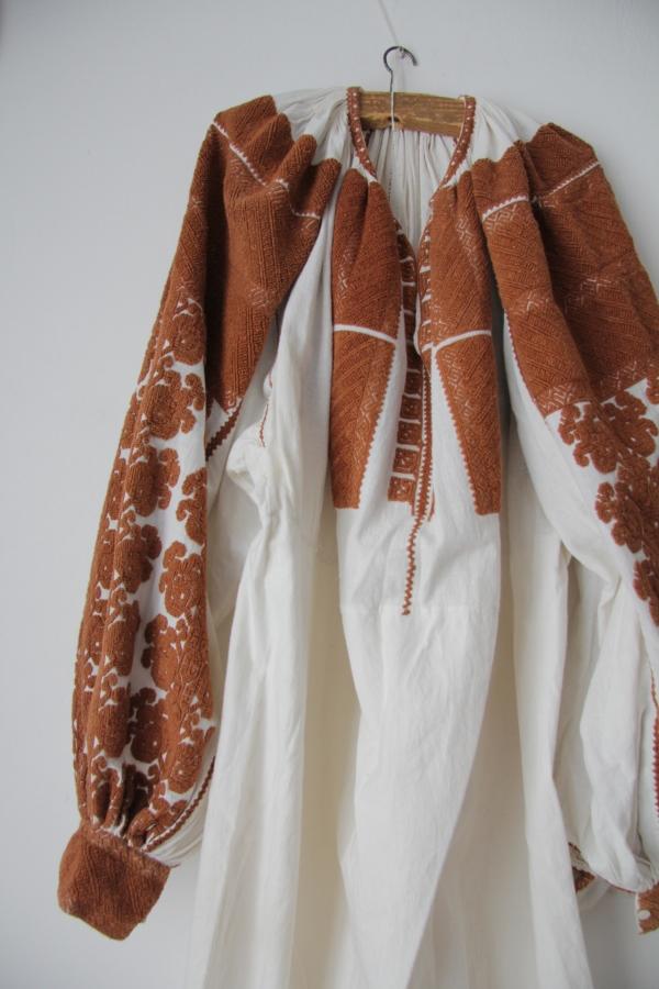 カロタセグ地方のイーラーショシュ、古い刺繍の品々、イラスト・ポストカードが入荷しました。_b0142544_4403034.jpg