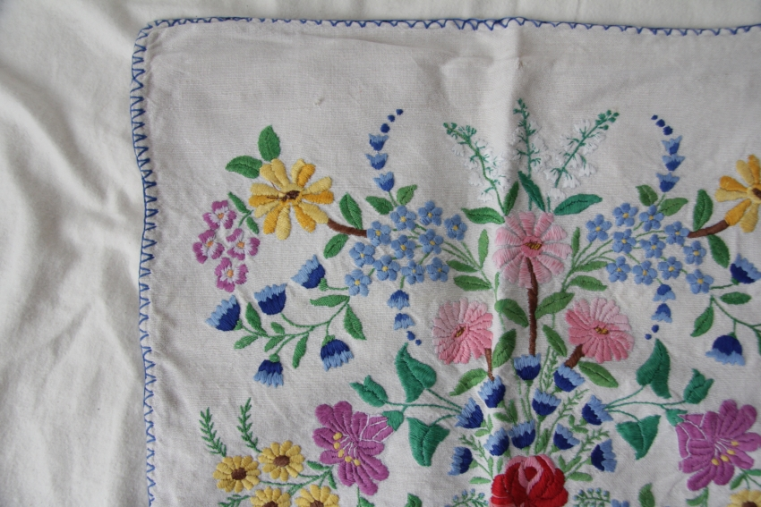 カロタセグ地方のイーラーショシュ、古い刺繍の品々、イラスト・ポストカードが入荷しました。_b0142544_4413815.jpg