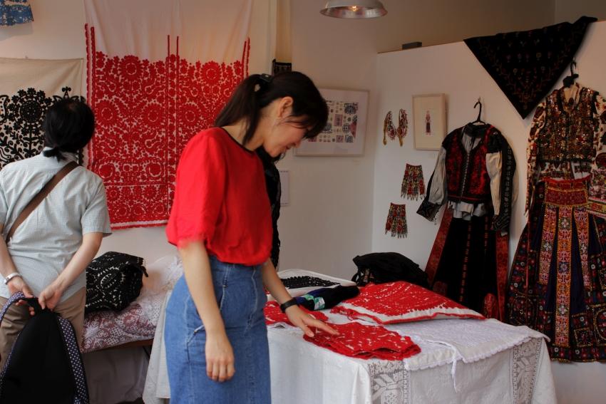 カロタセグ地方のイーラーショシュ、古い刺繍の品々、イラスト・ポストカードが入荷しました。_b0142544_5115675.jpg