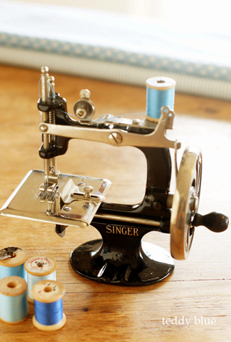 Singer child sewing machines  アンティーク シンガー トイミシン_e0253364_20053882.jpg