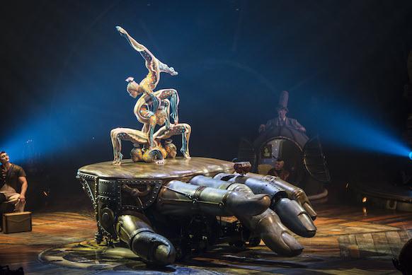 シルク・ド・ソレイユの「キュリオス」は必見の傑作!観なかったら、憤死するレベル!_c0050387_1533518.jpg