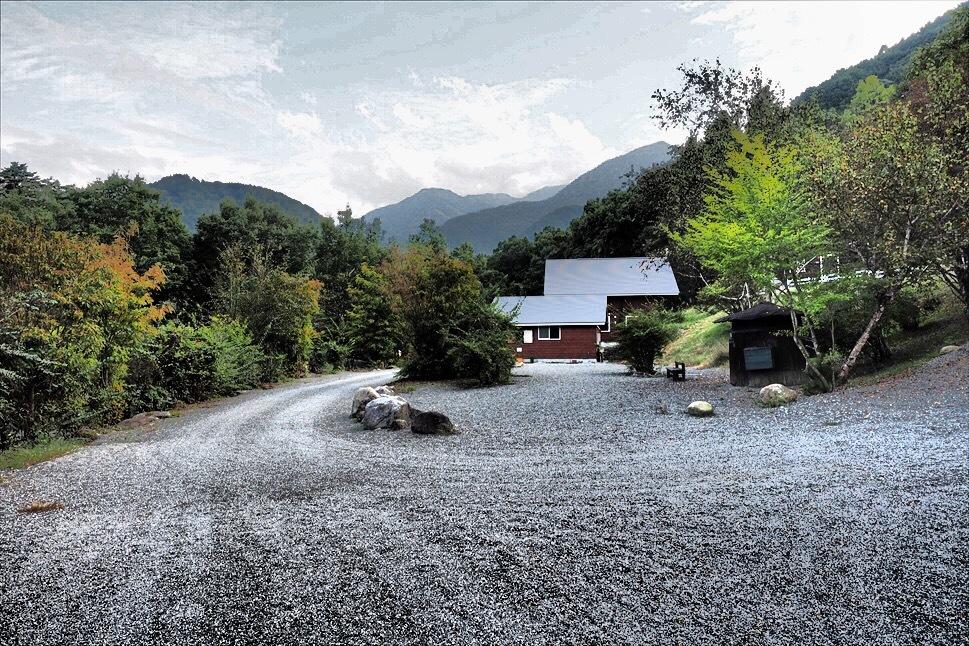 【レポート】Foresters Village Kobitto(フォレスターズビレッジ・コビット 南アルプス)キャンプ編 ① ~やはりコビットは「ナチュラルテクスチャー」の宝庫であることが変わらない_b0008655_23555117.jpg