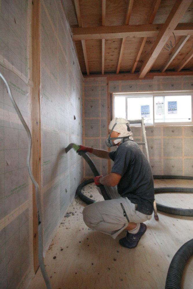 断熱工事 外壁にセルロースファイバー断熱材を充填_b0349892_05311600.jpg