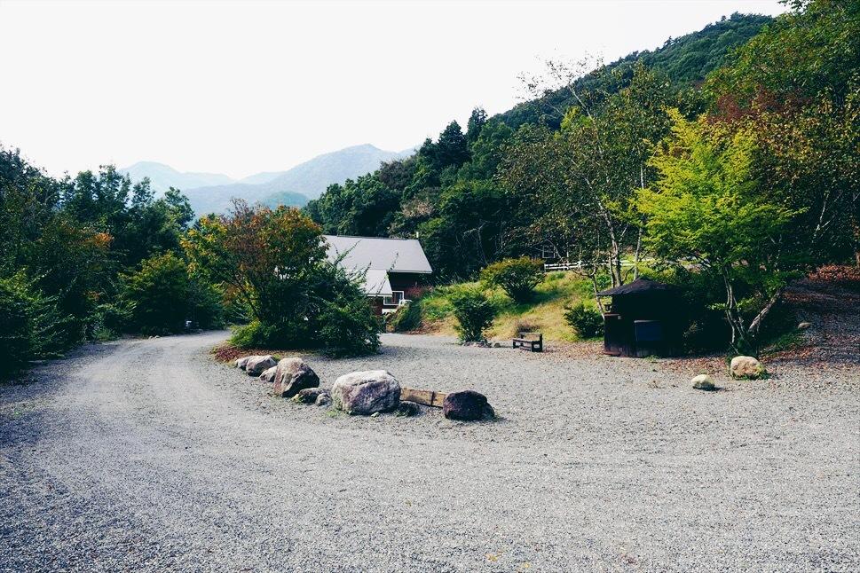 【レポート】Foresters Village Kobitto(フォレスターズビレッジ・コビット 南アルプス)キャンプ編 ① ~やはりコビットは「ナチュラルテクスチャー」の宝庫であることが変わらない_b0008655_00055423.jpg