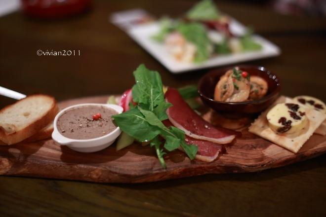 燻製レストラン&バー SMOKEMAN(スモークマン) ~燻製好きは要チェック!~_e0227942_22045212.jpg