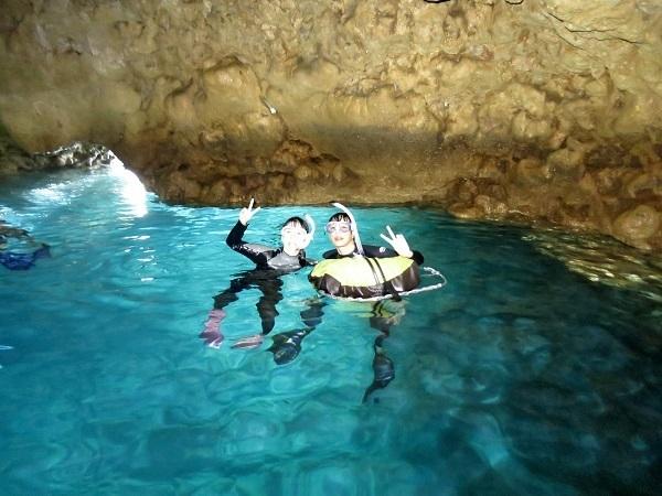 ボートで青の洞窟行けています!!_a0156273_18464740.jpg