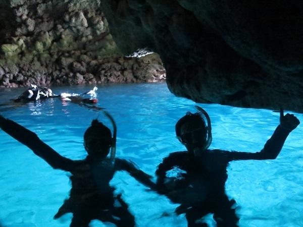 ボートで青の洞窟行けています!!_a0156273_18464874.jpg