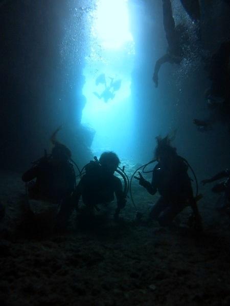 ボートで青の洞窟行けています!!_a0156273_18464935.jpg
