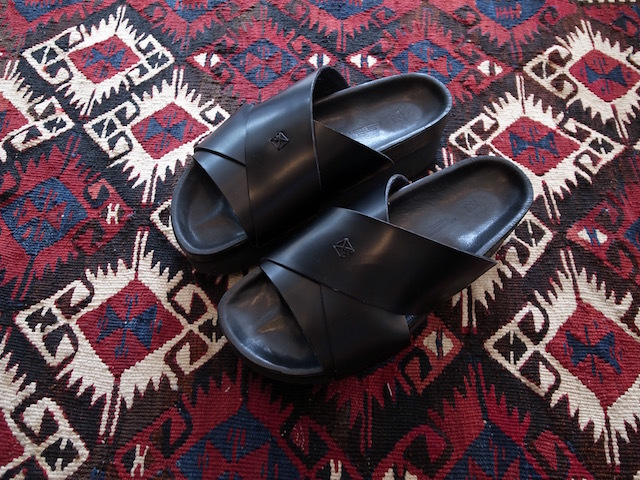 MAISON EUREKA CROSSOVER SANDAL ALL BLACK_f0111683_12545137.jpg