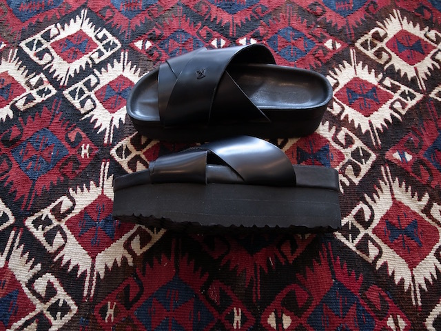 MAISON EUREKA CROSSOVER SANDAL ALL BLACK_f0111683_12545920.jpg