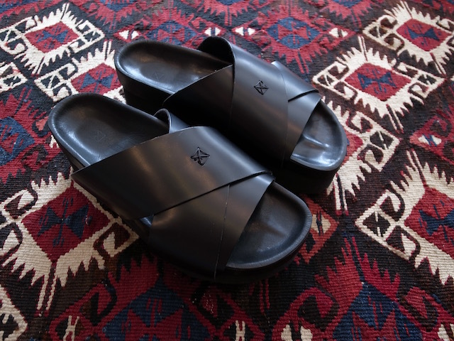 MAISON EUREKA CROSSOVER SANDAL ALL BLACK_f0111683_12550300.jpg