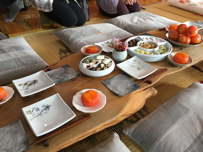 ソウルから大邱へ。韓国のおいしい味と美術作家さんたちに会いに。その3 テンプルステイ&民画作家さんのアトリエへ_a0223786_16273320.jpg