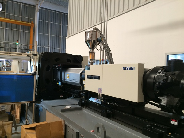 射出成形機、32台目は日精樹脂工業の360トン_b0100062_1932459.jpg