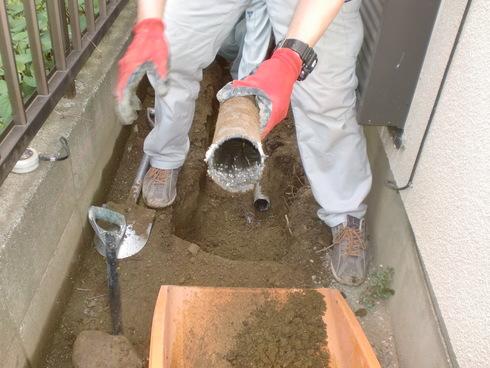 雨水配管改修工事_e0190287_1755116.jpg
