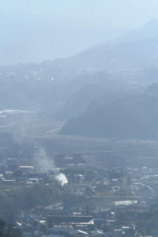 霞む里に白煙が立つ - 2015年・上越線 -  _b0190710_20334545.jpg
