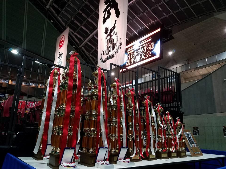 「第48回全日本空手道選手権大会」二日間 東京体育館が熱く燃えます。「日本一は誰か⁉」_c0186691_16463285.jpg