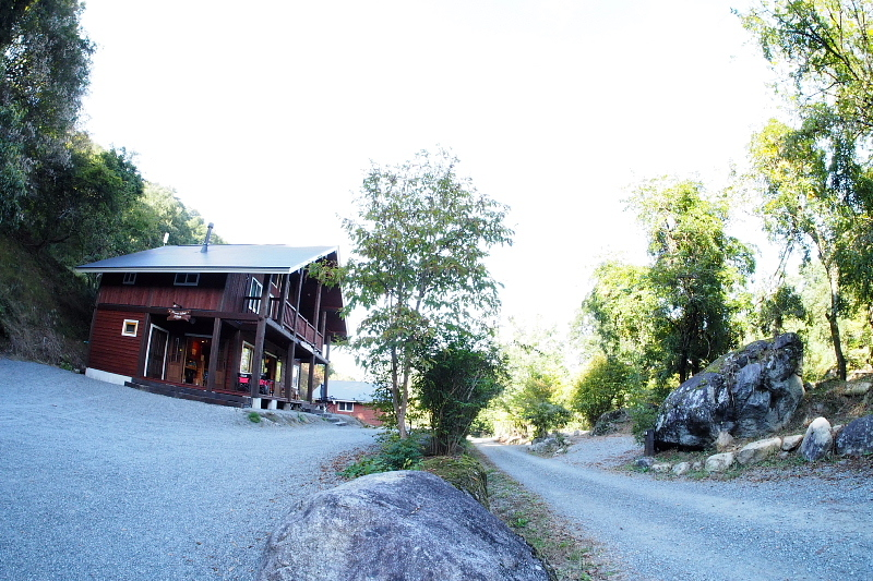 【キャンプ場施設レポート】Foresters Village Kobitto(フォレスターズビレッジ・コビット 南アルプス)① 建物編 _b0008655_11080315.jpg