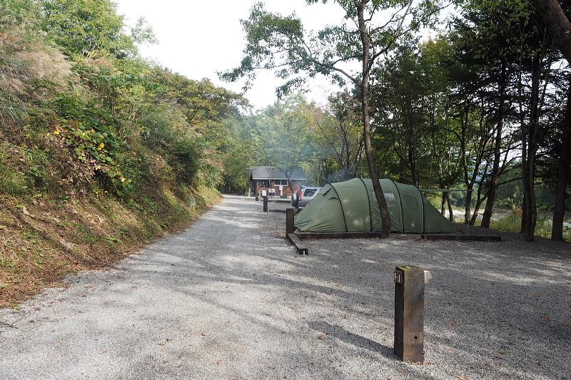 【キャンプ場施設レポート】Foresters Village Kobitto(フォレスターズビレッジ・コビット 南アルプス)① 建物編 _b0008655_12524375.jpg