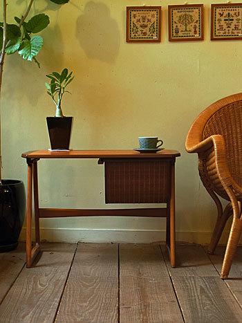 sewing table_c0139773_17321902.jpg