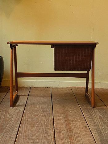 sewing table_c0139773_18030081.jpg