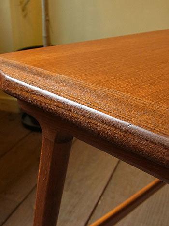 sewing table_c0139773_18042050.jpg